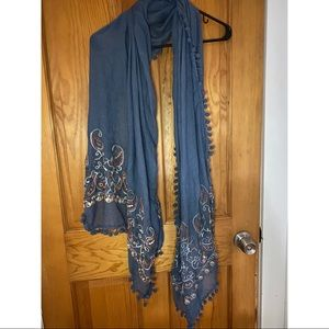 Scarf with embroidery